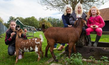 2014-kinderboerderij-de-hertenkamp-stichting-voor-elkaar-prijs-stichting voor elkaar-unive verzekeringen-Univé Stad en Land